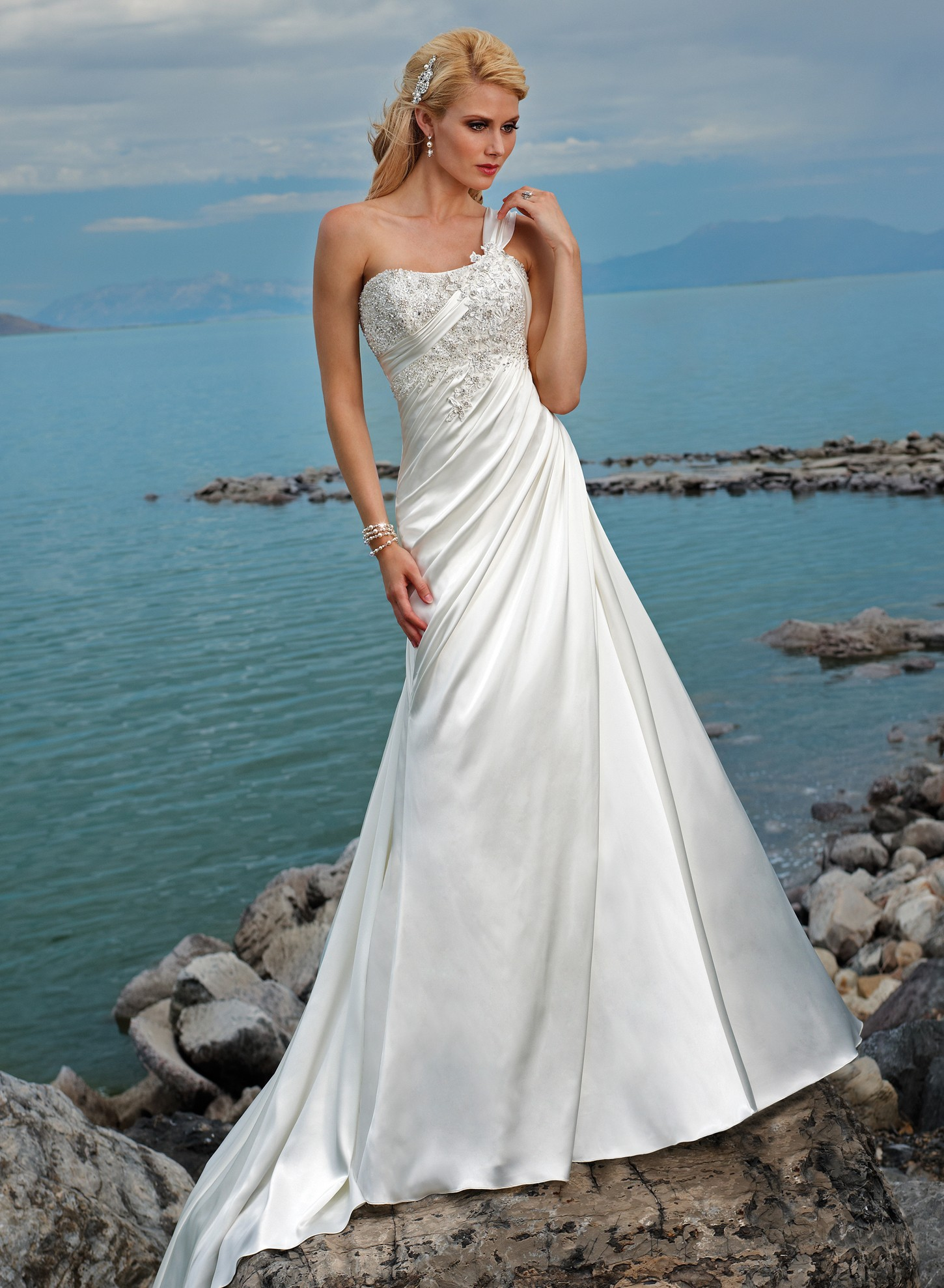 Wedding dresses the new fashion and trends for Satin a line wedding dress